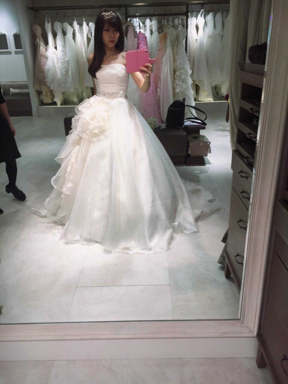 ドレスの試着(4)ウェディングドレス決定!フォーシス アンド カンパニー(FOUR SIS & CO.)